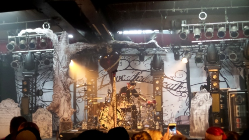 the-used-15th-anniversary-tour-stage-setup